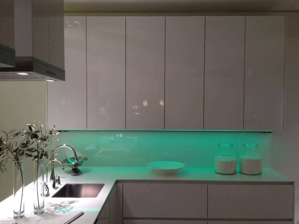 Groen Led Licht : Glaswand met groen ledlicht küchenrückwandglas